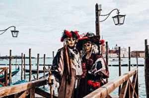 Photo Italy Masks Carnival and masquerade Venice Street lights Hat 2