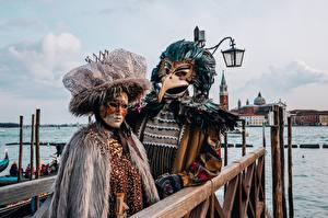 Wallpapers Italy Masks Carnival and masquerade Venice Two Street lights Hat