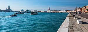 Bureaubladachtergronden Italië Rivierschepen Huizen Panoramische Venetië (stad) Waterfront een stad