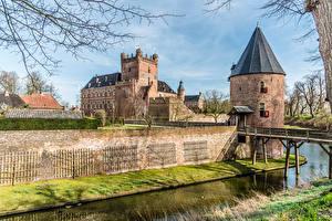 Bilder Niederlande Burg Turm Kanal Huis Bergh castle Städte