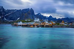 Bilder Norwegen Lofoten Berg Haus Wolke