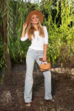Fotos & Bilder Olga Clevenger Handtasche Model Blond Mädchen Der Hut Lächeln Jeans Sweatshirt Blick Mädchens