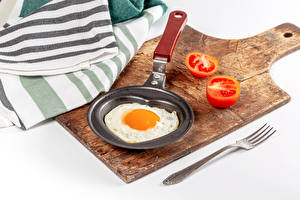 Desktop wallpapers Tomatoes White background Cutting board Frypan Fork Fried egg Food