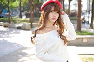Bilder Asiatische Bokeh Braunhaarige Blick Barett Hand Mädchens
