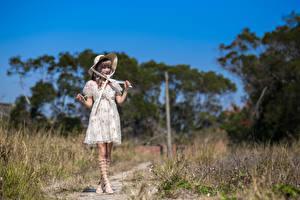 Bilder Asiatische Kleid Der Hut Posiert Mädchens