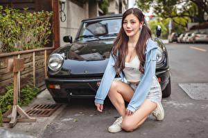 Hintergrundbilder Asiatische Posiert Sitzend Blick Mädchens