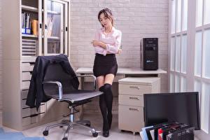 Fotos Asiatische Sekretärinen Büro Sessel Bein Rock Sakko Bluse Mädchens