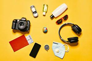 Images Coronavirus Masks Colored background Camera Headphones Eyeglasses Globe Smartphone Bottle Tourism