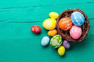 Bilder Ostern Ei Weidenkorb Mehrfarbige das Essen