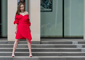 Bilder Pose Kleid Blick Emilia Piotrowska Mädchens
