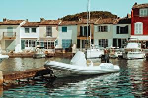 Bilder Frankreich Schiffsanleger Motorboot Gebäude Saint-Tropez, Var department, arrondissement Draguignan, canton Saint-Maxime Städte