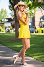 Bilder Olga Clevenger Blond Mädchen Posiert Der Hut Kleid Bein Unscharfer Hintergrund junge frau