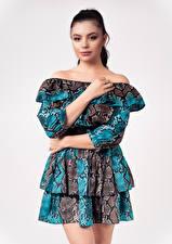 Bilder Posiert Kleid Blick Patrycja Karolak junge Frauen