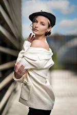 Bilder Bokeh Pose Barett Blick Alena junge Frauen