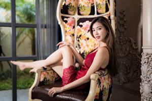 Hintergrundbilder Asiatische Sessel Kleid Starren Bokeh junge frau