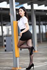 Hintergrundbilder Asiatische Posiert Bokeh Bein Stöckelschuh Rock Bluse Brünette Mädchens