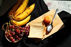 Tapety na pulpit Banany Mandarynka Winogrona Chleb Deska do krojenia