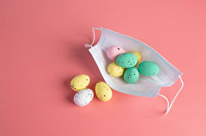 Photo Easter Coronavirus Masks Eggs Pink background Food
