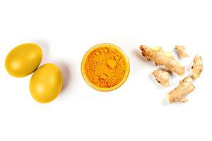 Bilder Ostern Ingwer Weißer hintergrund Ei 2 Pulver Gelb turmeric Lebensmittel
