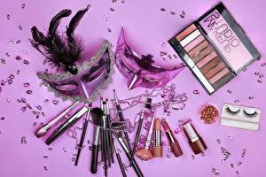 Fondos de Pantalla Máscara Plumas Lápiz labial Cosmético Fondo de color Pincel Chicas imágenes