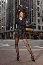 Sfondi desktop Natalia Larioshina Modello In posa Vestito Le gambe Scarpe con tacco giovane donna
