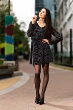 Fotos Natalia Larioshina Pose Kleid Bein Mädchens