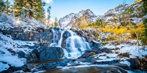 Hintergrundbilder USA Wasserfall Gebirge Kalifornien Bäume Lundy Canyon Natur
