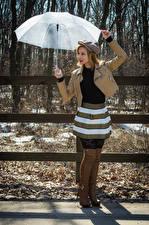 Desktop hintergrundbilder Victoria Borodinova Posiert Regenschirm Jacke Baseballkappe Stiefel junge frau