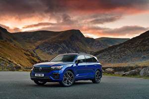 Picture Volkswagen Mountains CUV Blue Metallic Touareg R eHybrid, UK-spec, 2021 Cars