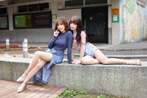 Bilder Asiatische 2 Sitzend Bein Blick junge Frauen