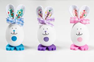Fondos de escritorio Pascua Originales Conejo Fondo gris Huevo Trio Lazo Alimentos