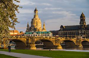 Hintergrundbilder Deutschland Dresden Kirchengebäude Gebäude Brücke Flusse Waterfront  Städte