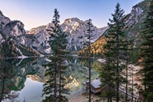 Papel de Parede Desktop Itália Montanha Lago Alpes árvores South Tyrol, Dolomites