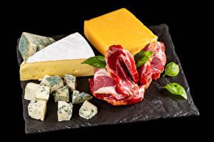 Fotos Fleischwaren Käse Schwarzer Hintergrund Schneidebrett