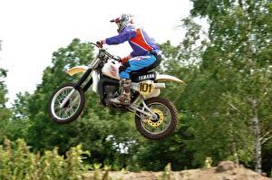 Hintergrundbilder Motocross Yamaha Seitlich Helm Flug Sport