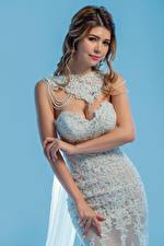 Bilder Pose Kleid Hand Bräute Blick junge Frauen