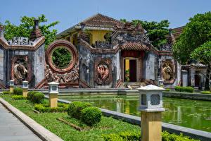 Fotos Vietnam Tempel Teich Straßenlaterne Rasen Historisches Ba Mu Tempel, Hoi An