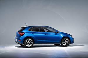 Desktop hintergrundbilder Volkswagen Blau Metallisch Seitlich Polo R-Line, Worldwide, (Typ AW), 2021 auto