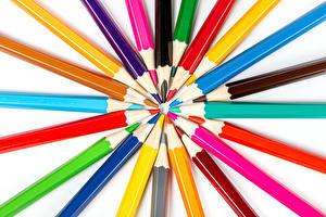 Fondos de escritorio El fondo blanco Lápiz Multicolor