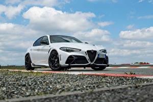 Desktop hintergrundbilder Alfa Romeo Weiß Metallisch Giulia GTA (952), 2021 Autos