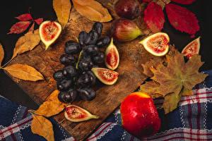 Fotos & Bilder Äpfel Echte Feige Weintraube Schneidebrett Blattwerk Tropfen Lebensmittel