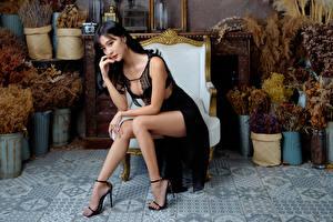 Fotos & Bilder Asiatische Sessel Sitzend Kleid Bein Brünette Mädchens