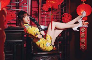 Fotos & Bilder Asiatische Kleid Bein Stöckelschuh Handschuh Blick Mädchens