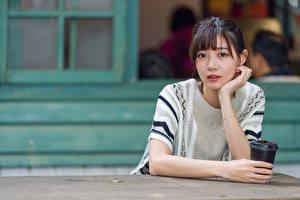 Hintergrundbilder Asiatische Hand Blick Mädchens