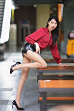 Bilder Asiatisches Posiert Bein High Heels Rock Bluse Bokeh Schön junge Frauen