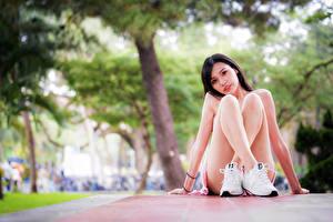 Hintergrundbilder Asiatisches Sitzend Bein Unscharfer Hintergrund Blick junge Frauen