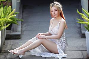 Hintergrundbilder Asiaten Sitzen Bein Kleid junge Frauen
