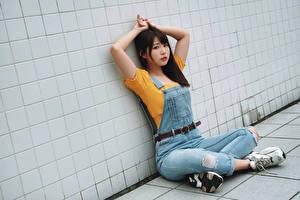 Hintergrundbilder Asiatisches Sitzend Posiert Starren junge frau
