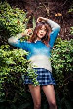 Фото Азиатки Свитере Юбка Взгляд Поза Девушки