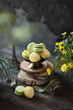 Fotos & Bilder Kekse Bretter Macaron Mehrfarbige Lebensmittel